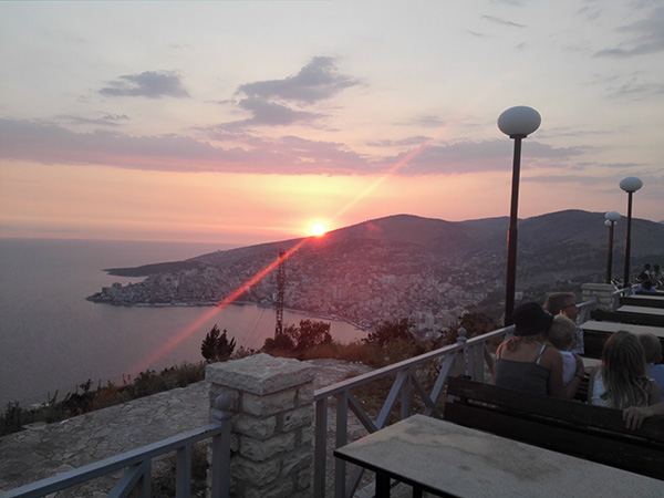 Solnedgang over Sarande, Albania.
